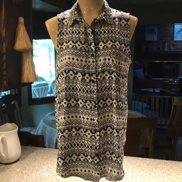 H&M Tops - Divided tribal /aztec sleeveless button down top